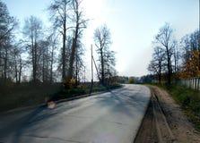 Die Straße außerhalb der Stadt von Izhevsk lizenzfreie stockfotografie