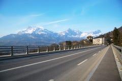Die Straße in den Alpen in Frankreich Lizenzfreie Stockfotos