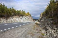 Die Straße durch die Felsen Stockfotos