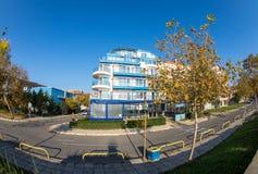 Die Straße entlang der Seeküste in Pomorie, Bulgarien Lizenzfreie Stockfotografie