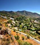 Die Straße herein nach Mijas Spanien Lizenzfreie Stockbilder