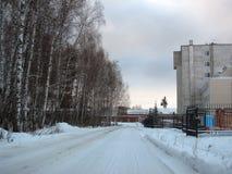 Die Straße im Industriegebiet Lizenzfreie Stockbilder