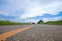 Die Straße und der Himmel Lizenzfreie Stockfotos