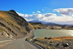 Die Straße und der See Stockfotos