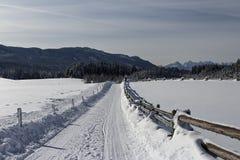 Die Straße zu den Bergen Stockfoto
