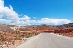Die Straße zu Dirhum, rote Felsen, Socotra, der Jemen Stockbilder