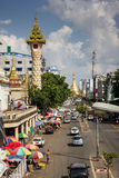 Die Straße zu Sule Pagoda Stockbilder