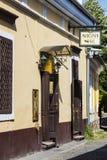 Die Straßen der touristischen Stadt von Szentendre mit Shops und Restaurants Lizenzfreie Stockbilder