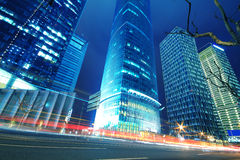 Die Straßenszene der modernen städtischen Architekturhintergründe im sha Stockfoto