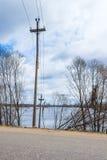Die Strompfosten im Wasser Flut - der Fluss Mologa Lizenzfreie Stockfotografie