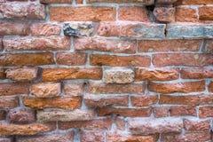 Die strukturierte Oberfläche einer alten Backsteinmauer Stockbild