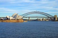Die Sydney-Hafen-Brücke und das Opernhaus Lizenzfreie Stockfotos
