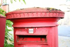 Die Szene Victorian Postbox rote Farb Lizenzfreies Stockbild