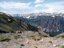 Die szenische Landstraße Beartooth, während einer Reise zu Yellowstone Nationalpark lizenzfreie stockfotos