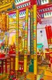Die szenischen Kerzenhalter im chinesischen Tempel, Rangun, Myanmar lizenzfreies stockbild