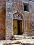 Die Tür der gotischen Kirche in Niokastro Lizenzfreie Stockbilder
