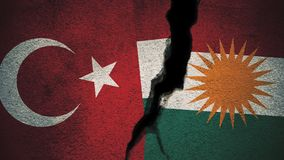 Die Türkei gegen Kurdistan-Flaggen auf gebrochener Wand Lizenzfreies Stockbild