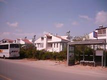 Die Türkei ist ein schönes Haus durch die Straße lizenzfreie stockfotos