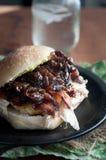 Die Türkei-Sandwich mit balsamischer Zwiebel Marmelade Lizenzfreie Stockfotografie