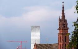 Die Türme von Basel Altertum und das Geschenk stockfoto