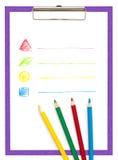 Die Tablette mit einem Blatt Papier und farbige Bleistifte. Stockbilder