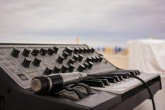 Die Tastatur und das Mikrofon lizenzfreies stockbild