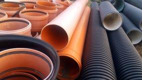 Die Teile für Abwasserkanalwasser laufen, Rohre aus Lizenzfreie Stockfotografie