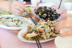 Die Teller auf dem Tisch Stockfoto