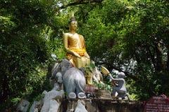 Die Tempel-Buddhismus-Gott-Goldreise-Religion Buddhas Thailand stockfotos
