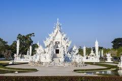 Die thailändische Art des weißen Tempels Stockfotos