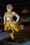 Die thailändischen königlichen Lastkähne werden in der Königsfamilie während Tradition reliogius Prozession zum königlichen Tempe Lizenzfreies Stockbild