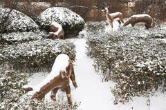 Die Tierfiguren im Schnee Lizenzfreies Stockbild