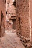 Die tipical roten Schlammziegelsteinhäuser im alten Dorf von Abyan Stockfoto