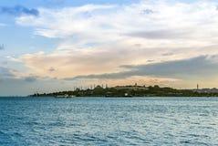 Die Topkapi Palast-und Marmara-Seetageszeit lizenzfreie stockfotografie