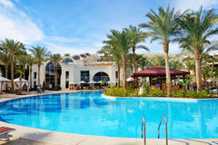 Die Touristen sind im Urlaub im Luxushotel Lizenzfreie Stockbilder