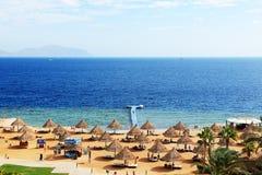 Die Touristen sind im Urlaub im populären Hotel Stockfoto