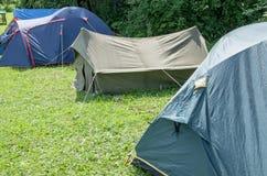 Die touristische Stadt des Sommers des Zeltes stockfotos