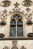 Die Tracerydekorelemente eines Fensters des Rathauses im französischen Stadt Arras Stockfotografie