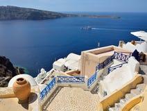 Die traditionelle Architektur von Santorini, Ansicht Oia, Meer. Stockfotografie