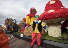 Die traditionelle Blumenparade Bloemencorso von Noordwijk nach Haarlem in den Niederlanden Lizenzfreies Stockbild