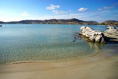 Die Transparenz des Türkiswassers Kolimbithres-Strandes auf der Insel von Paros in Griechenland stockfotografie