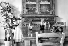 Die Traube und der Wein auf dem Tisch Stockbild