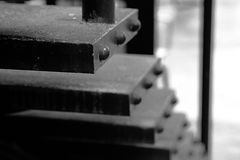 Die Treppe hergestellt vom Stahl lizenzfreie stockbilder