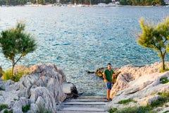 Die Treppe zum Meer in Makarska, Kroatien Stockbild