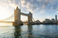 Die Turm-Brücke während eines ruhigen Morgens in London, Großbritannien lizenzfreie stockfotografie