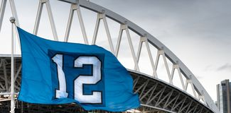 Die Twelveth-Mann-Flagge Seattle Washington Footbal Stadium Stockbild