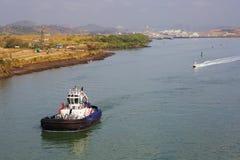 Die Ufer des Panamakanals tugboat Stockfotografie