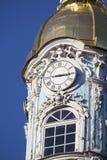 Die Uhr auf dem Turm stockfotografie