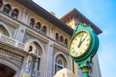 Die Uhr der Bank Stockfoto