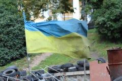 Die ukrainische Flagge des Rußes auf den Barrikaden von Maida Lizenzfreies Stockfoto